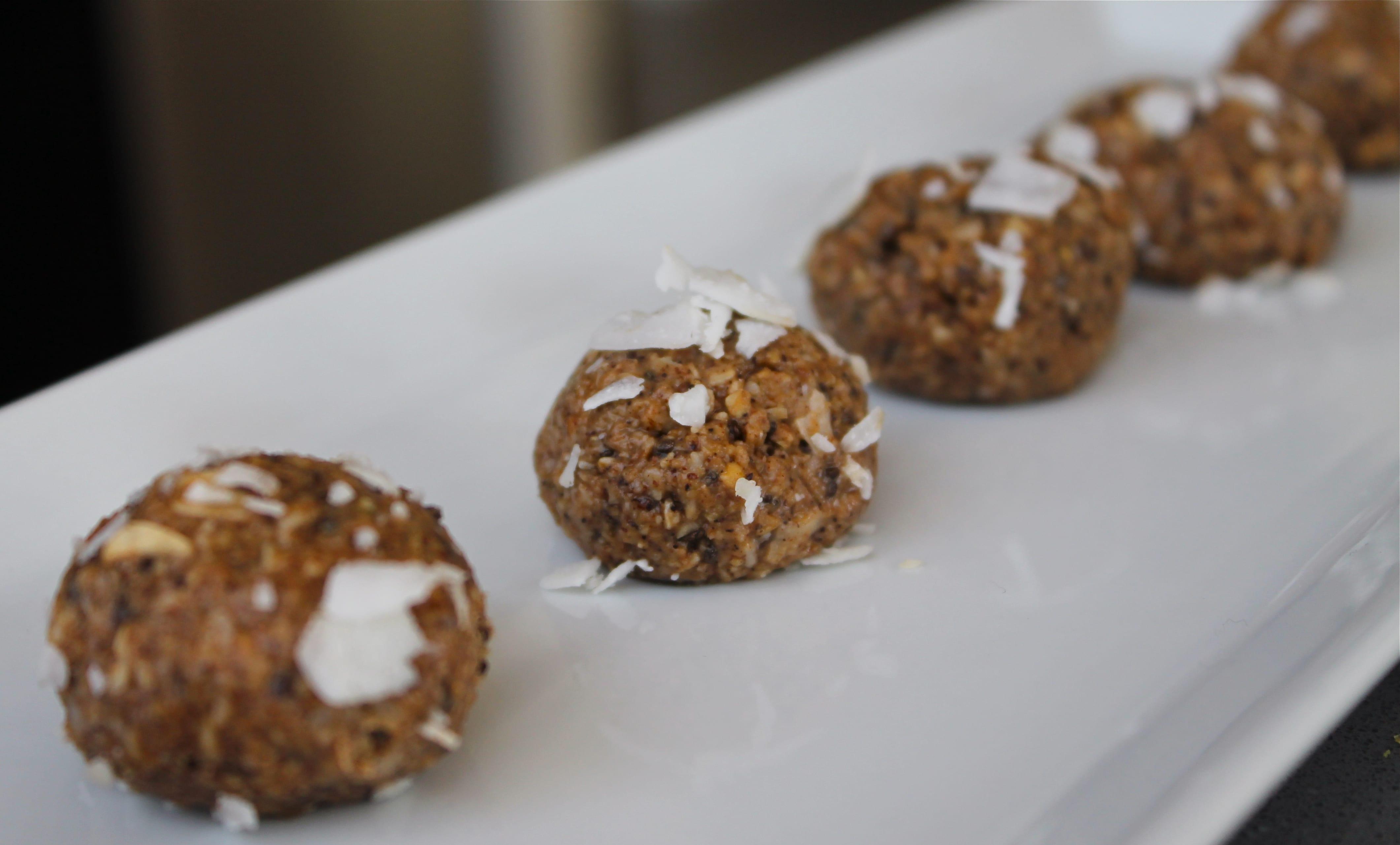 Cinnamon Coffee Oat-Coconut No-Bake Energy Bites